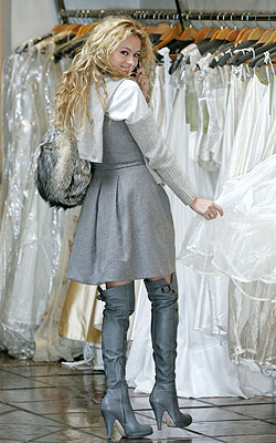 Paulina Rubio busca su vestido de novia ideal para su boda