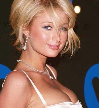 Paris Hilton se aumentó los senos