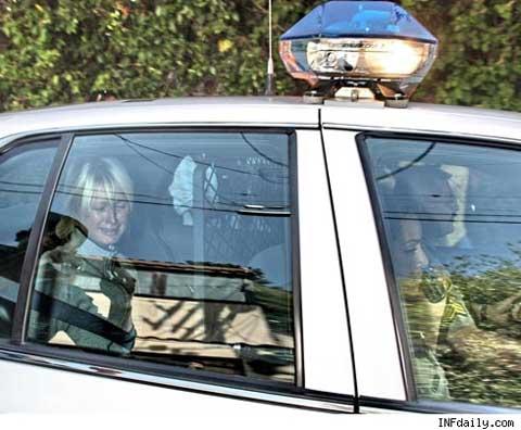 Paris Hilton foto  llorando en patrulla de vuelta a la carcel