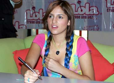 Eiza González en Firma de Autógrafos de revista Lola Érase una Vez