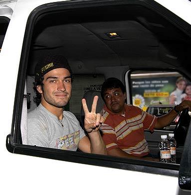 Poncho de RBD saluda a fans