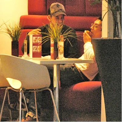 Christian Chavez y amigo