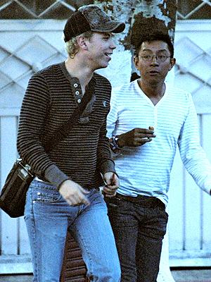 Christian Chávez captado con un amigo y BJ