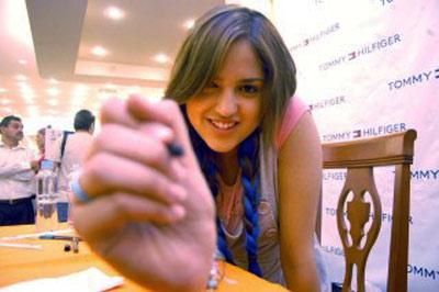 Eiza Lola