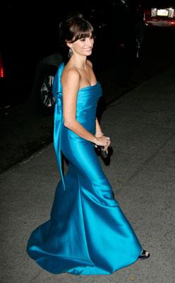 Penélope Cruz  entallado vestido azul