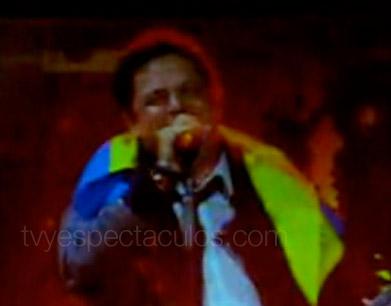 Alejandro Sanz y la playera Chavez Sucks
