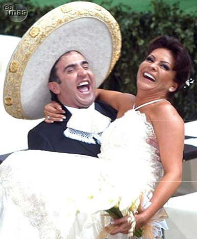 Mara Patricia y Vicente Fernández en boda rodeados de famosos