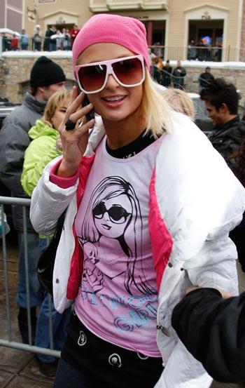 Paris Hilton usa playeras con su imagen