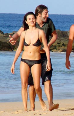 Penélope Cruz en bikini en playa con Javier Bardem fotos