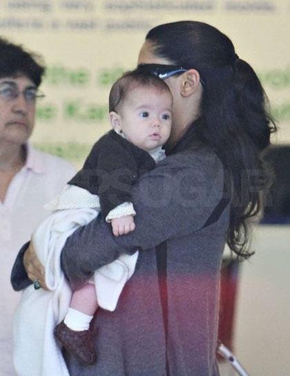 Salma Hayek captada de paseo con su hija Valentina Paloma