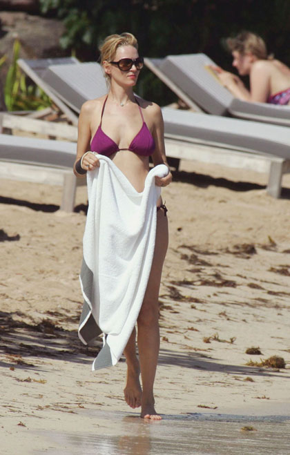 Uma Thurman captada en bikini