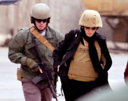 Angelina Jolie con las tropas de Bagdad