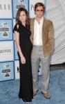 Angelina Jolie se deja ver con pancita de embarazada