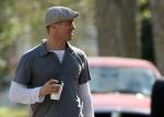 Brad Pitt con su nuevo look Forrest Gump luce joven