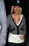 Christina Aguilera muestra su tremendo busto con escotazo