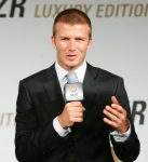 David Beckham promociona el Luxury Gold RAZR2 en Corea