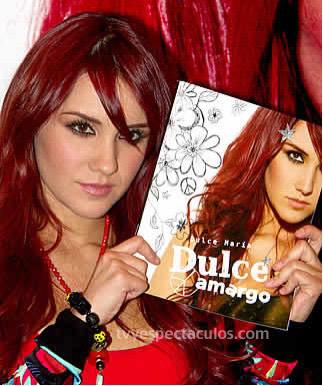 Dulce Maria con libro Dulce Amargo