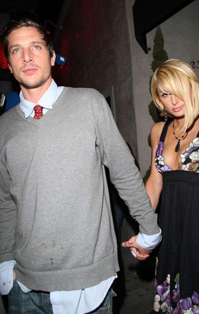 Paris Hilton con James Blunt en su concierto
