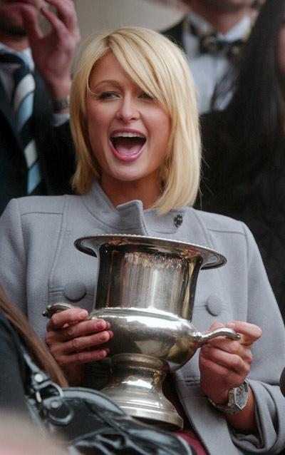 Paris Hilton recibió premio de Harvard como la mujer del año