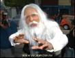 Adal Ramones personificado como duende