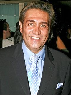 Fabian Lavalle Fabiruchis sonrie de traje
