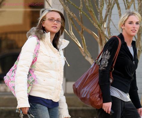 Jamie Lynn captada en su visita al centro de embarazo