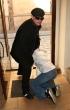 Paris Hilton y novio en calle caida tropiezo