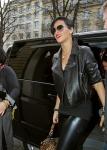 Rihanna con un look muy nice con lentes