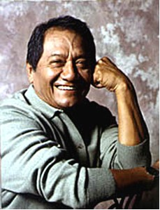Armando Manzanero sonriendo