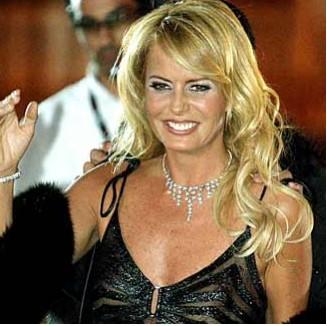 Cecilia Bolocco vestido transparente