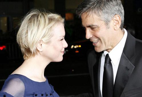 George Clooney y Renee Zellweger se miran