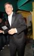 George Clooney sonriendo traje elegante
