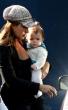 Salma Hayek compras con su hija Valentina Paloma lentes bebe
