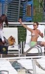 Jennifer Aniston captada en bikini al sol de Miami