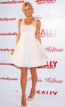 Paris Hilton presenta extensiones de cabello a su estilo