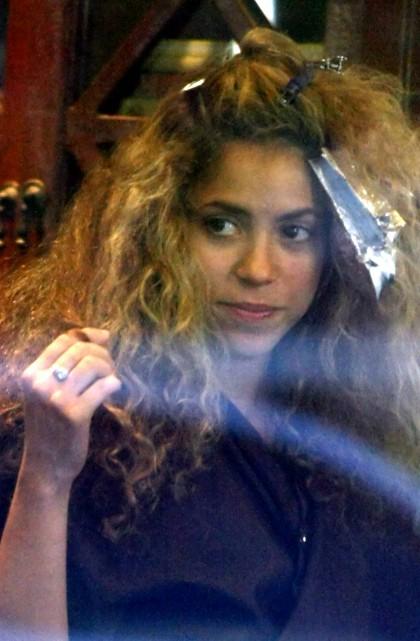 Shakira en el salón de belleza cambia de look