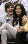 Vanessa Hudgens y Zac Efron en la NBA