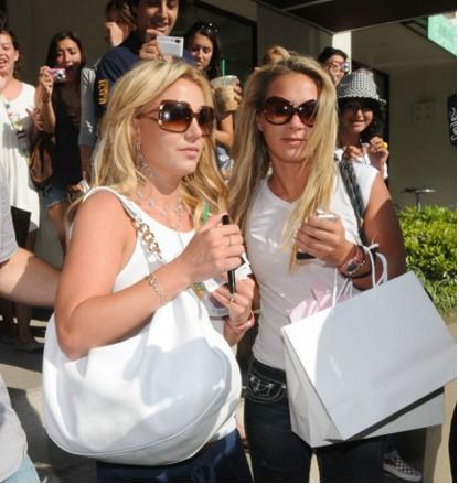 Britney Spears con una amiga