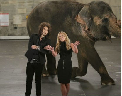 Britney Spears con elefante para los MTV