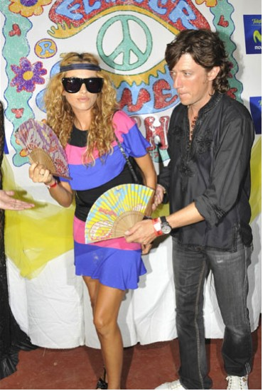 Paulina Rubio y Colate muy hippie