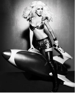 Christina Aguilera sexy chica del espacio en disco de éxitos