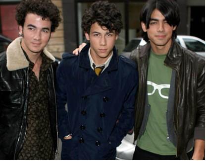 Jonas Brothers en la película Walter The Farting Dog.