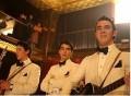 Jonas Brothers estilo 40s