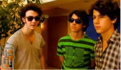 Jonas Brothers cambiaron look para Lovebug