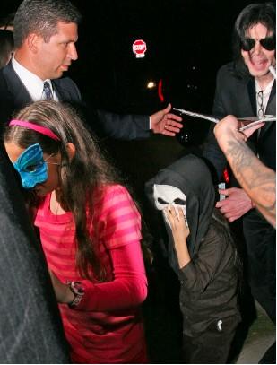 Michael Jackson de compras con sus hijos para Halloween