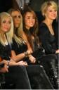 Miley Cyrus y su mama en Fashion week