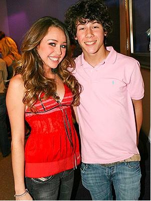 Nick Jonas decepcionado de Miley Cyrus
