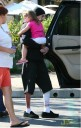 Travis con su hija despues de accidente