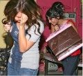 Vanessa Hudgens y Ashley Tisdale corren de paparazzi