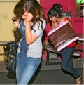 Ashlee Tisdale y Vanessa Hudgens corren de paparazzi